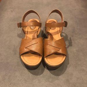 7297062a3dd6 b.o.c. Shoes - B.O.C. Anne platform wedge sandal in tan. Size 7
